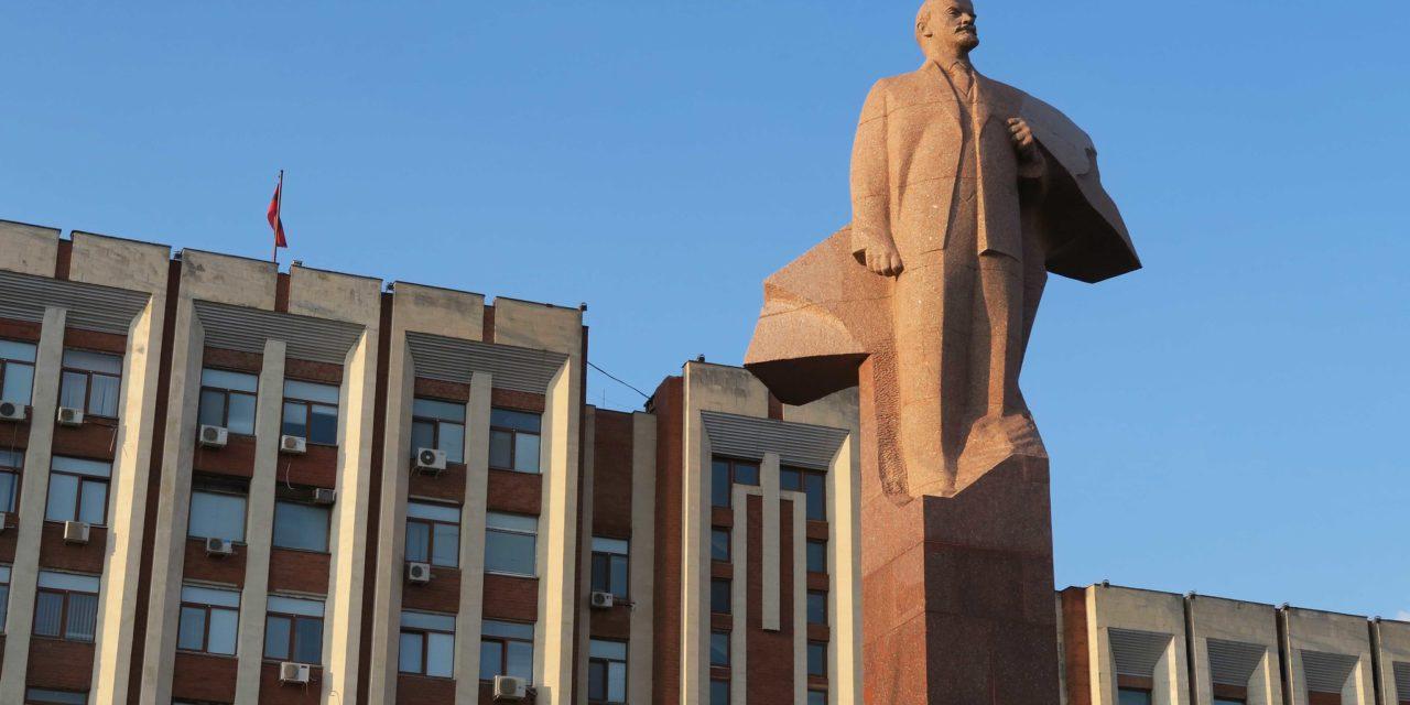 https://voyages-moldavie.com/wp-content/uploads/2019/06/Monument-de-Lenine-1280x640.jpg