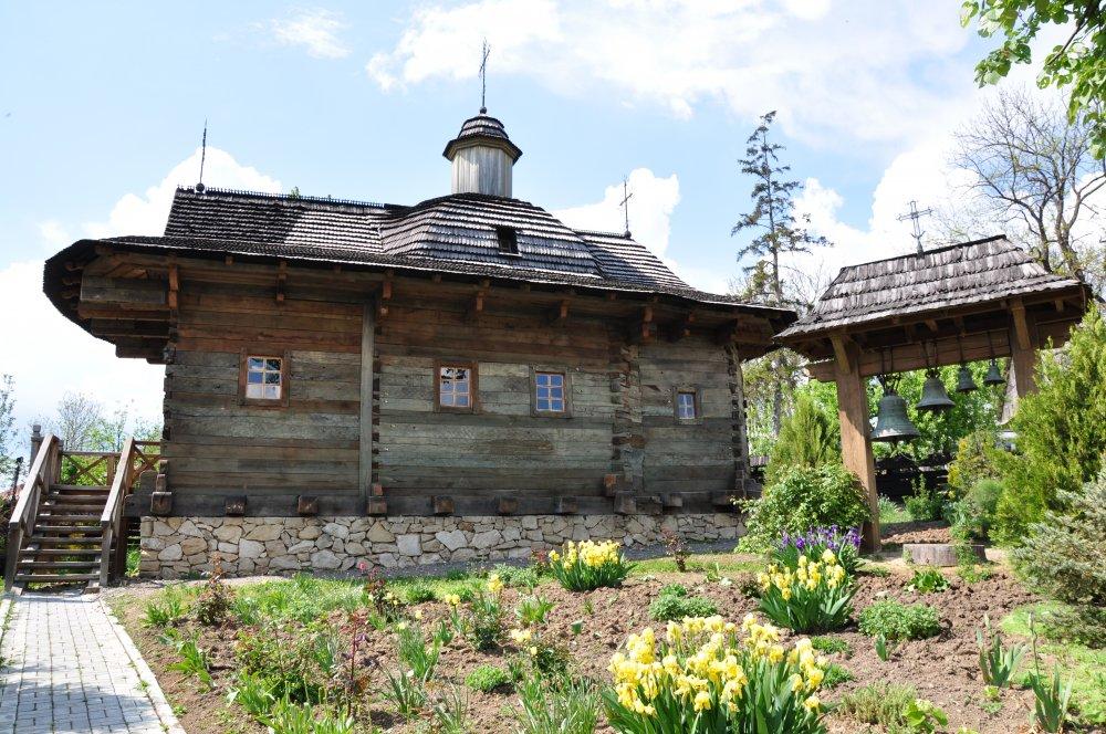 https://voyages-moldavie.com/wp-content/uploads/2019/07/Casa_Parinteasca_Palanca_winetoursMD__6_.jpg