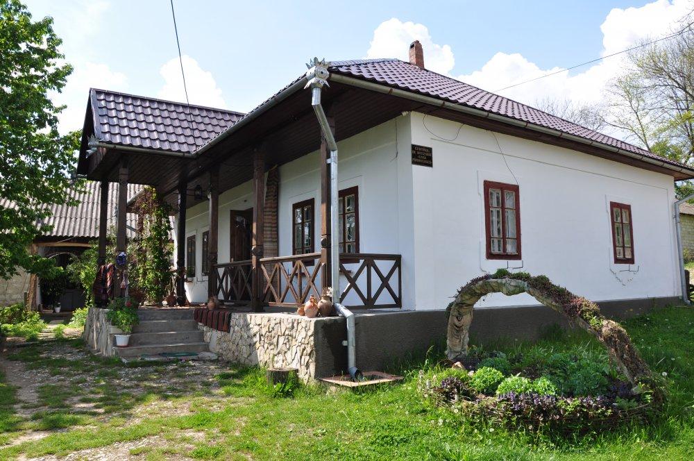 https://voyages-moldavie.com/wp-content/uploads/2019/07/Casa_Parinteasca_winetoursMD.jpg